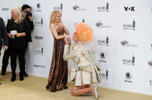 Olivia Jones macht Kylie Minogue einen Heiratsantrag