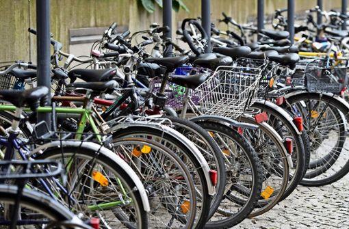 Sichere Abstellplätze für Fahrräder gibt es zu wenige im Westen. Foto: dpa