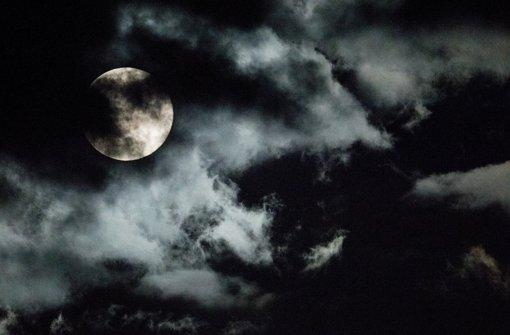 Auch auf Künstler wirkt Mond anziehend