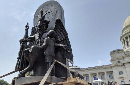 Satanisten stellen Satan-Statue vor US-Parlament auf