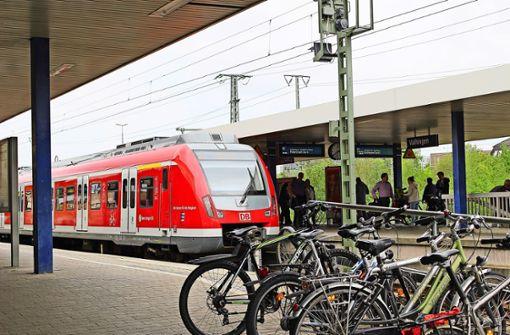 Fünf Bus-, drei U- und drei S-Bahn-Linien kreuzen sich am Vaihinger Bahnhof. Foto: Caroline Holowiecki