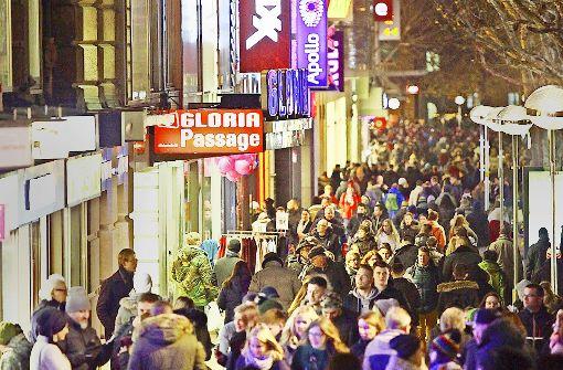 Bei der langen Einkaufsnacht herrschte großer Andrang auf der Königstraße. Foto: Lg/Jan Reich