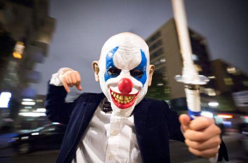 Masken-Streich endet mit Schnittverletzungen