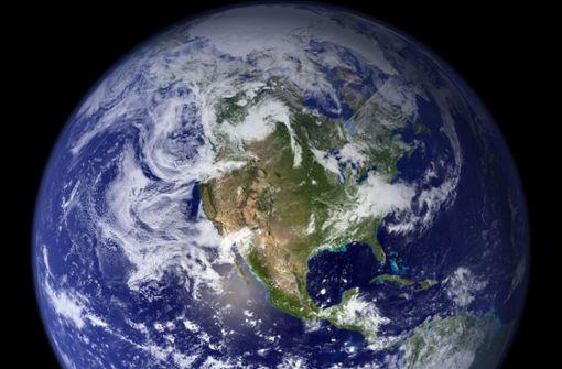 Heute verbraucht die Menschheit mehr als 1,7 mal so viel Ressourcen, wie die Erde auf natürliche Weise erneuern kann. Foto: AFP/NASA