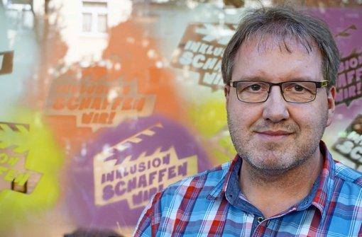 Andreas Huckschlag ist schwerbehindert:  In einem Modellprojekt in Köln berät Huckschlag Schulen Inklusion – als einer von neun  Coaches mit Behinderung Foto: swa