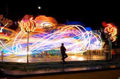 Im Fahrgeschäft Polyp tanzen die Lichter. In unserer Bildergalerie zeigen wir Ihnen weitere spektakuläre Aufnahmen vom 75. Stuttgarter Frühlingsfest ...  Foto: Leserfotograf burgholzkaefer