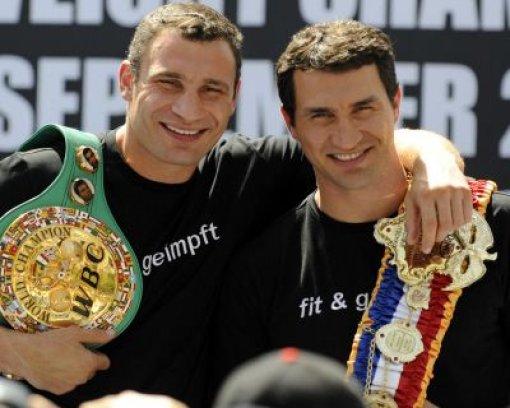 bSport:/b Vitali und Wladimir Klitschko Foto: dpa