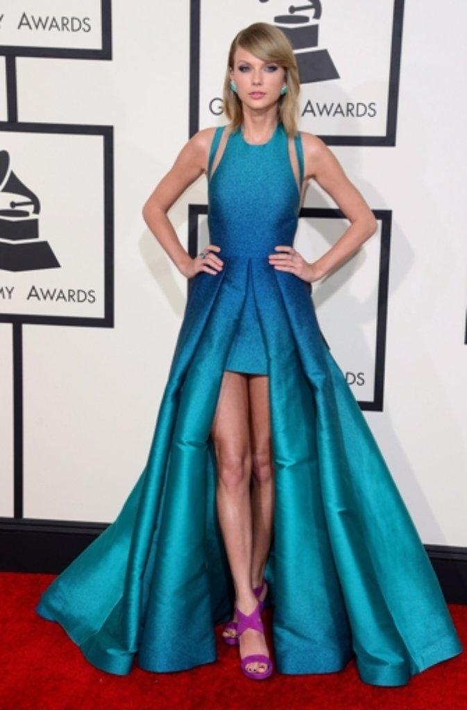 Glanzvolle Roben und verrückte Kleider bei den Grammys ...