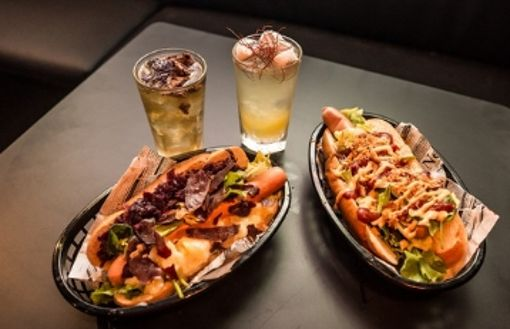 Purple Room eröffnet: Highballs und Hotdogs auf der Theo