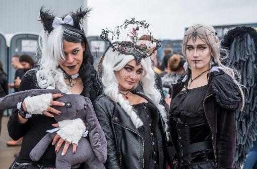 """An extravaganten Kostümen mangelt es beim Gothic-Festival """"M'era Luna"""" nicht. Foto: dpa"""