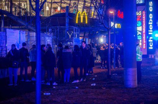 Die Polizei spricht von rund 1000 jungen Leuten, die eine Party im Penthouse besuchen wollten. Foto: 7aktuell.de/Simon Adomat