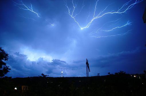 Der Sommer brachte einige Gewitter nach Stuttgart. Im richtigen Moment abgedrückt, kann ein Unwetter aber auch faszinierend schön sein. Foto: Leserfotograf markus79