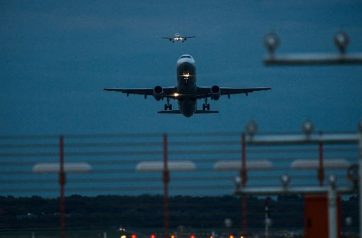 Touristin hat Flugzeug ganz für sich allein