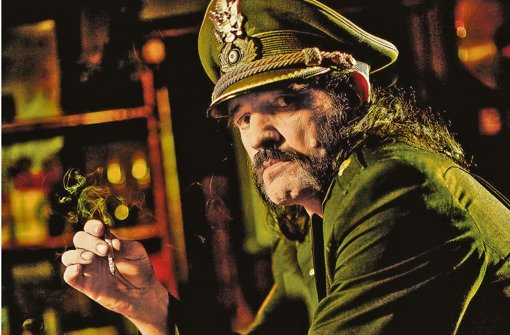 Lemmy Kilmister im Jahr 2009 in für ihn typischer Pose. Foto: Martin Häusler