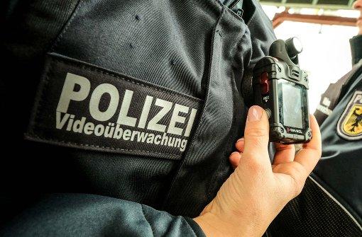 Kamera auf der Schulter soll Polizisten schützen
