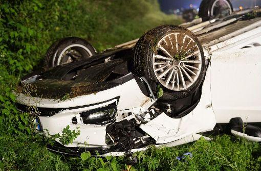Aus bislang ungeklärter Ursache fuhr eine 27-Jährige auf einen 61-jährigen Fahrer eines VW Golf Plus auf, der ebenfalls auf dem rechten Fahrstreifen in Richtung Stuttgart unterwegs war.  Foto: 7aktuell.de/Rafal Niewienda