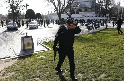 Die Polizei hat das Gebiet rund um die Explosion weiträumig abgesperrt. Foto: dpa