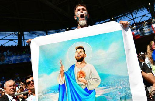 Auch Lionel Messi, nicht nur in Argentinien wie ein Heiliger verehrt, ist ein verurteilter Steuersünder: Die Football Leaks enthüllten, dass der Superstar vom FC Barcelona rund zwölf Millionen Euro an das spanische Finanzamt nachgezahlt hat und zu 21 Monaten Gefängnis verurteilt wurde. Die Strafe musste er nicht antreten. Zuletzt wurde auch Messis Jahresgehalt bekannt: Es liegt bei mehr als 100 Millionen Euro. Foto: AFP