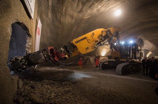 Anfang November hat die Bahn den Durchschlag des Steinbühltunnel über der A8 gefeiert. Foto: dpa