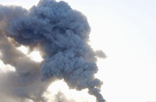 Der Shinmoe spuckt Asche und Rauch Foto: dpa