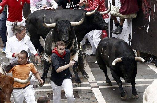 Stierhatz in Pamplona lockt die Massen