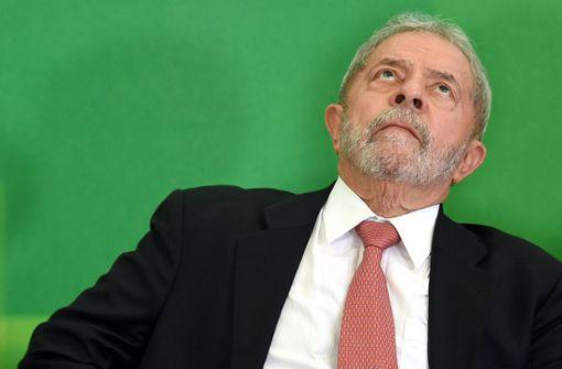 Lula  mit mehr als einem Fuß im Gefängnis