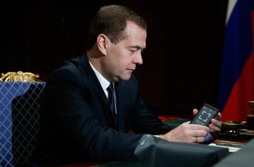 Der russische Regierungschef Dimitri Medwedew findet deutliche Worte, falls westliche oder arabische Streitkräfte nach Syrien Bodentruppen entsenden. Foto: Archiv/dpa