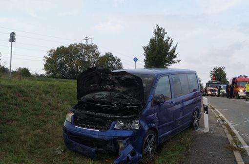 Bei dem Unfall fängt ein Fahrzeug Feuer. Foto: SDMG