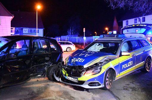 Unfall mit Streifenwagen fordert drei Verletzte