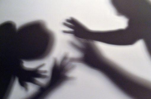 Unbekannte überfallen vier Männer an der Sünderstaffel