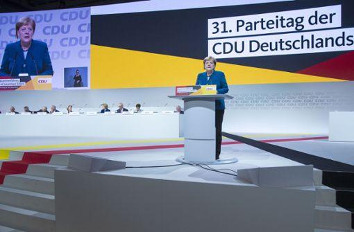 Kanzlerin Merkel wurde mit minutenlangem Applaus beim Parteitag begrüßt. Foto: Getty Images Europe