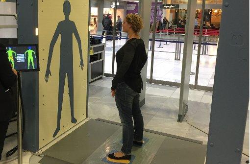 Neue Körperscanner bei Sicherheitskontrolle
