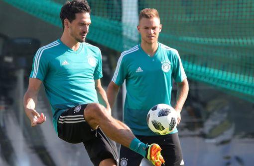 Mats Hummels (links) und Joshua Kimmich sollen den deutschen Gegnern das Toreschießen schwer machen. Foto: Getty Images Europe