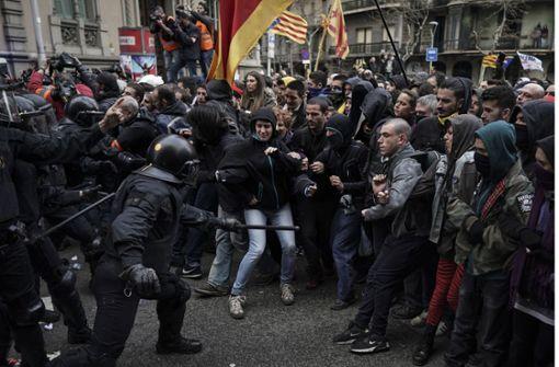Polizei gibt Warnschüsse bei Separatisten-Demo ab
