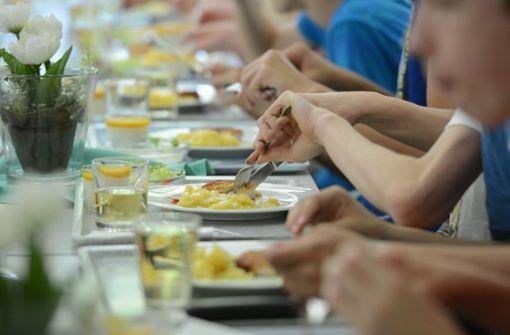 Das Mittagessen ist zentraler Bestandteil von Ganztagsschule und Betreuung. Foto: dpa