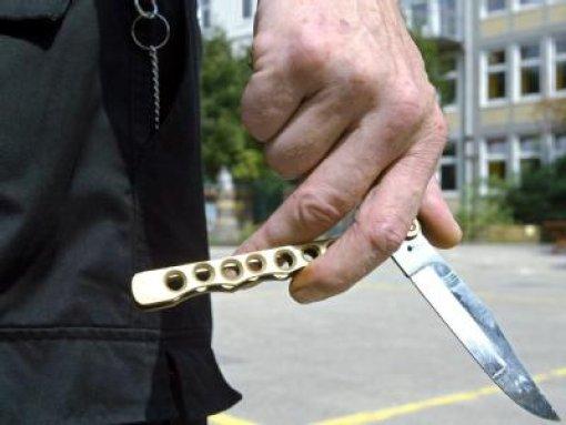 15-Jähriger sticht Kontrahenten nieder