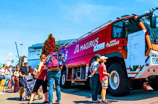 Auch die Feuerwehr mit ihren riesigen Fahrzeugen gehört zum Flughafen. Andere fangen klein an. Foto: Lichtgut/Julian Rettig
