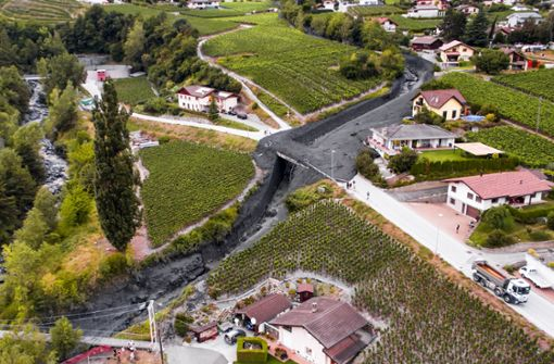 Eine gewaltige Schlammlawine ist mit rasender Geschwindigkeit durch eine Schweizer Bergsiedlung gedonnert und hat erheblichen Sachschaden angerichtet. Foto: KEYSTONE