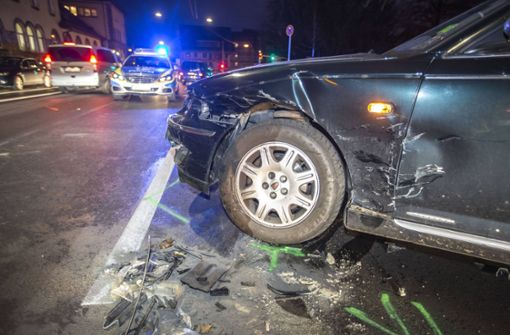 Bei einem Unfall im Stuttgarter Stadtbezirk Bad Cannstatt sind zwei Menschen verletzt worden. Foto: 7aktuell.de/Simon Adomat