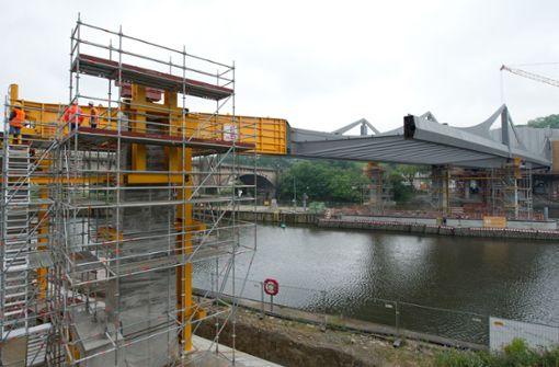 Straße wegen Arbeiten an der Neckarbrücke gesperrt