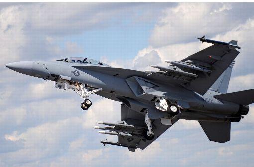 Kampfpilot zeichnet Penis an den Himmel