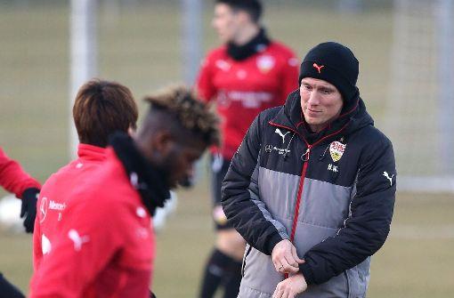 VfB-Trainer Hannes Wolf muss sich nur um zwei Wackelkandidaten Sorgen machen. Foto: Pressefoto Baumann