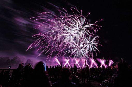 Hawaiianisches Feuerwerk wärmt das Publikum