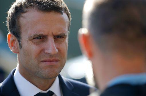 Macron hat jetzt einen Einhorn-Schwimmring