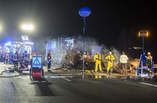 Zwei Tote bei Unfall mit Schwertransporter