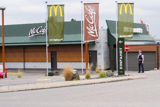 Ein unbekannter Mann droht der Polizei mit einer Bombe bei McDonalds. Diese sperrt alle Filialen in Ludwigsburg, Kornwestheim, Bietigheim-Bissingen und Murr ab. Eine Bombe findet sich glücklicherweise aber nicht. Foto: www.7aktuell.de | DB & KS