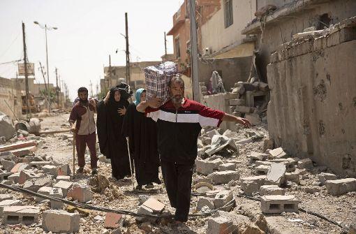 Einwohner Mossuls, die ihre Häuser wegen der Kämpfe zwischen der irkanischen Armee und dem Islamische Staat verlassen. Foto: AP