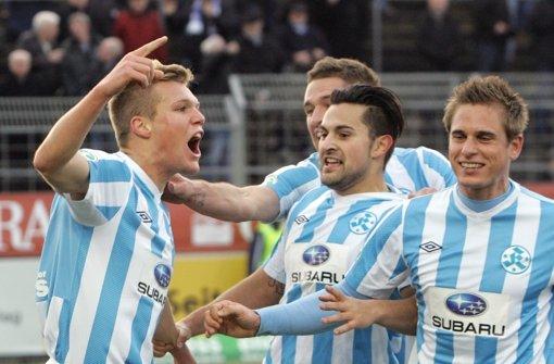 Jubel nach dem 2:0 gegen Rostock (von links): Torschütze Fabio Leutenecker, Marco Grüttner, Marcos Alvarez und  Fabian Gerster Foto: Pressefoto Baumann