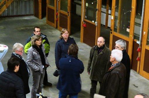 Stadträte und städtische Mitarbeiter haben das Gebäude besichtigt. Foto: Otto-H. Häusser