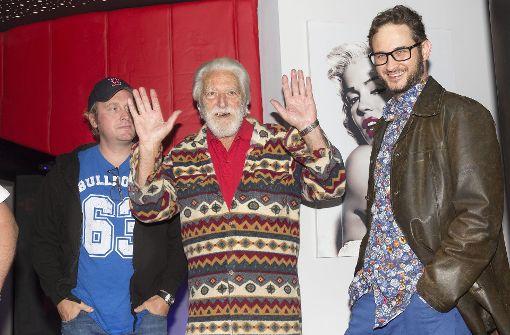 Verehrung für Bud Spencer:  Doku-Protagonist Marcus Zölch (links), Regisseur Karl-Martin Pold (rechts)  und der Schauspieler Riccardo Pizzuti (Mitte),Niemand bekam Spencers legendäre Faust so oft zu spüren wie er. Foto: Horst Rudel